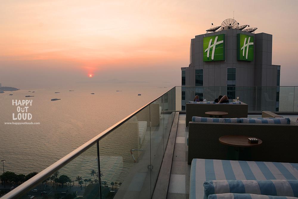 holiday inn pattaya executive tower, review, pantip, พัทยา, ฮอลิเดย์อินน์, รีวิว,executive club, havana bar, terrazzo, pizza, rooftop,topview, cocktail, pantip, east coast kitchen, kids club