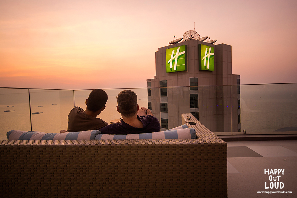 holiday inn pattaya executive tower, review, pantip, พัทยา, ฮอลิเดย์อินน์, รีวิว,executive club, havana bar, terrazzo, pizza, rooftop,topview, cocktail, pantip, east coast kitchen, kids club