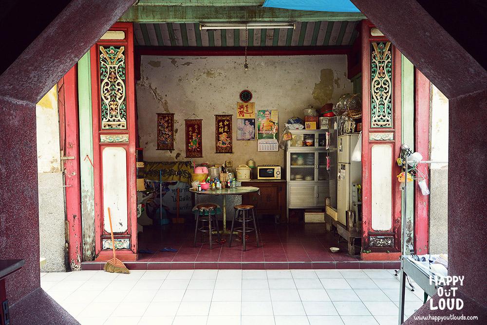 ตลาดน้อย, ซอยกัปตันบุช, ตรอกกัปตันบุช, เจริญกรุง 30, Royal Orchid Sheraton Hotel, รอยัล ออคิด เชอราตัน, 1hourgem, บ้านเลขที่ 1, ศาลเจ้าโรงเกือก, ศาลเจ้าโจวซื่อก๋ง, เจริญกรุง, กรุงเทพ, bangkok, ธนาคารไทยพาณิชย์ สาขาตลาดน้อย, โบสถ์กาลหว่าร์, เซียงกง, street art